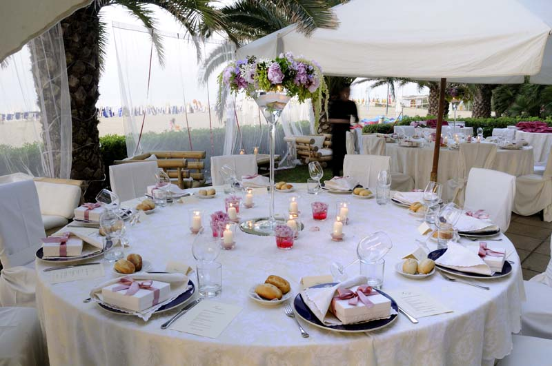 Tavola-allestito-per-matrimonio